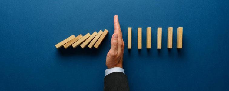 CPO hand symbolizing spend analysis and risk mitigation skills using Online Procurement